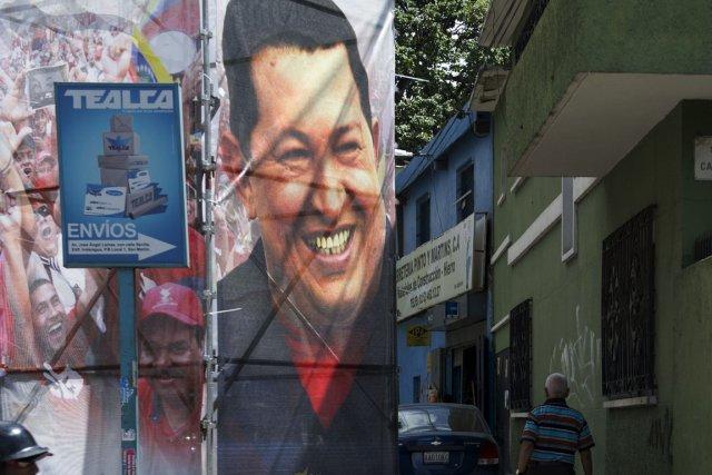 Les plus hauts dirigeants politiques et militaires vénézuéliens ont commencé à... (Photo AFP)