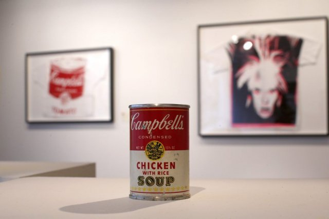 Des oeuvres d'Andy Warhol... (Photo: Reuters)