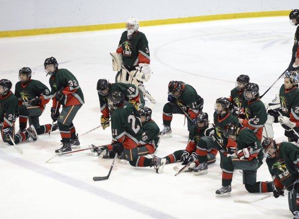Les joueurs du Saguenay-Lac-Saint-Jean étaient bien tristes, après... (Photo Jeannot Lévesque)