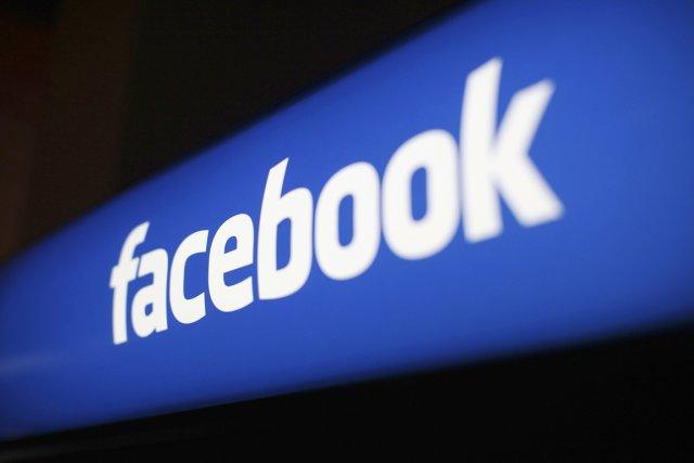 La page Facebook du musée parisien de jeu de Paume a été bloquée durant 24... (PHOTO ROBERT GALBRAITH, REUTERS)