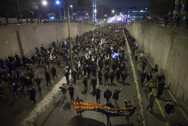 Les manifestants ne sont plus de jeunes familles... (PHOTO ANDRÉ PICHETTE, LA PRESSE)