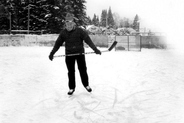 Une patinoire sacr e ici marc ouellet s 39 est fractur une for Patinoir exterieur montreal