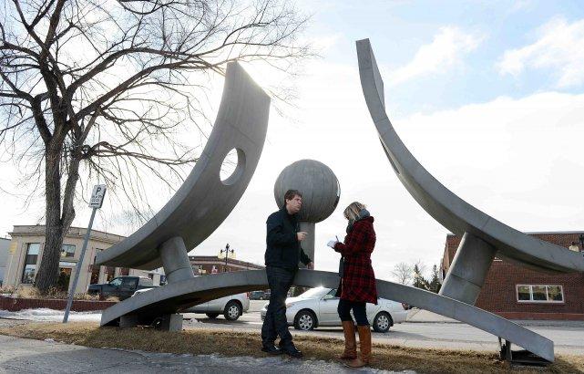 Le monument réalisé par Karol Proulx, pour souligner... ((Photo Jeannot Lévesque))