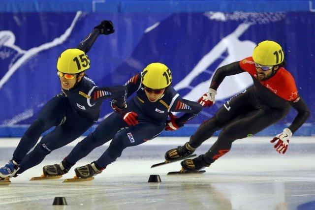 Charles Hamelin (à droite) a terminé troisième de... (Photo Laszlo Balogh, Reuters)