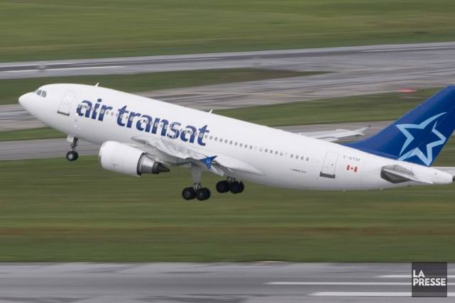 Un avion d 39 air transat doit se poser cause d 39 un passager for Avion air transat interieur