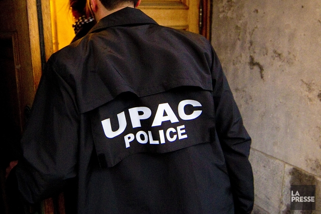 Sur la photo, des inspecteurs de l'UPAC, lors... (Photo: André Pichette, archives La Presse)