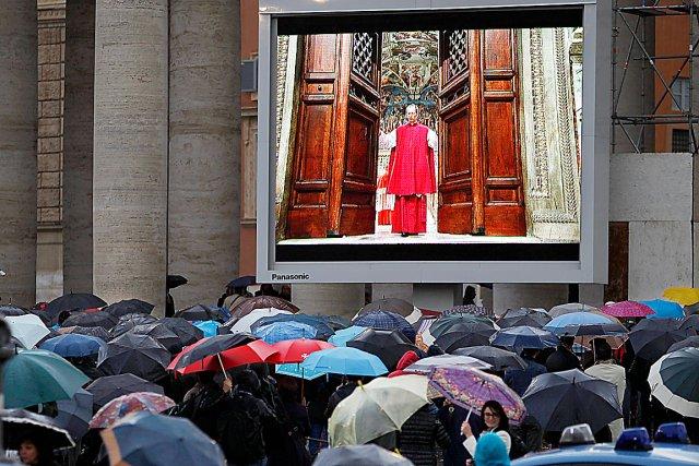 Le rouge et l 39 or la basilique saint pierre fran ois for Exterieur chapelle sixtine