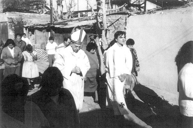 Dans cette photo de 1998, le cardinal Jorge... (Photo d'archives Reuters)