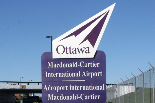Les clients de l'aéroport international d'Ottawa pourront utiliser le service... (Photo La Presse Canadienne)