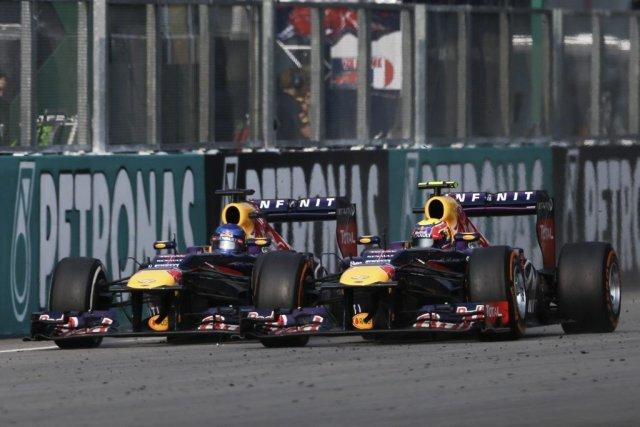 Sebastian Vettel (à gauche) a fait fi des... (Photo AP)