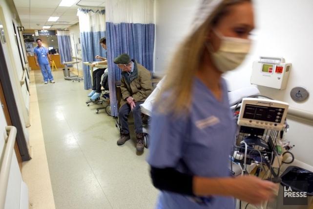 Selon l'Ordre des infirmières, environ 12500 infirmières travaillaient... (PHOTO ALAIN ROBERGE, ARCHIVES LA PRESSE)