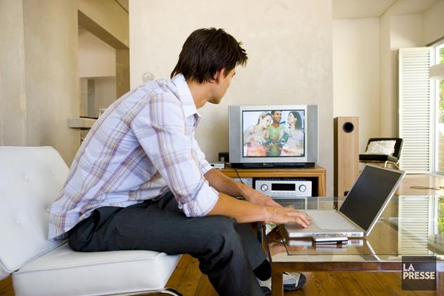 Près de 40 % des adultes québécois regardent... (Photothèque La Presse)