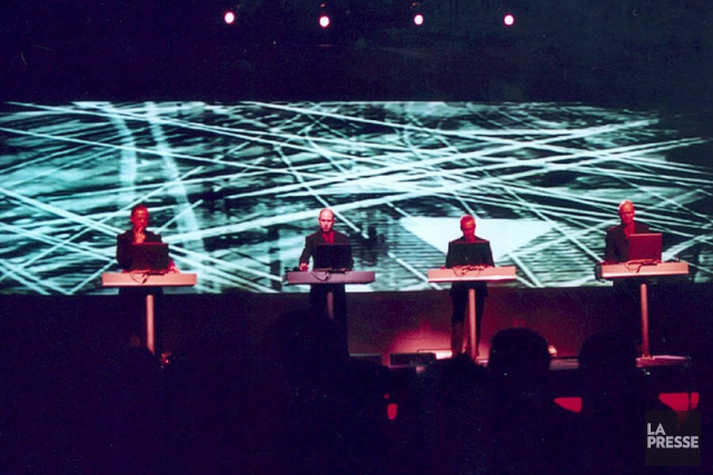 Le groupe Kraftwerk lors d'un spectacle en 2004.... (Photo: archives La Presse)