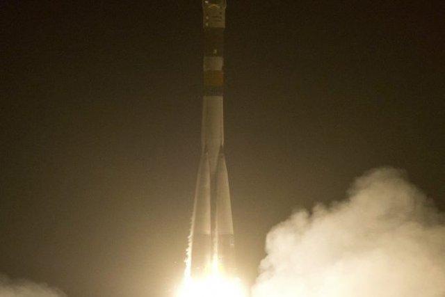 Une fusée Soyouz avec à son bord trois... (Photo NATALIA KOLESNIKOVA, AFP)