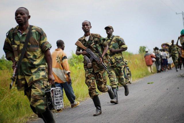 Des rebelles du M23, photographiés à Goma, le... (PHOTO PHIL MOORE, ARCHIVES AFP)