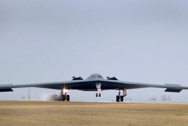 Les États-Unis ont annoncé mercredi que deux bombardiers... (Photo US AIR FORCE, REUTERS/Kenny Holston)