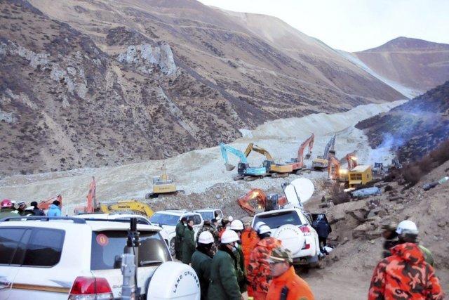 Quelque 3500 personnes participent aux secours pour tenter... (Photo Xinhua/Zhang Quan, AP)