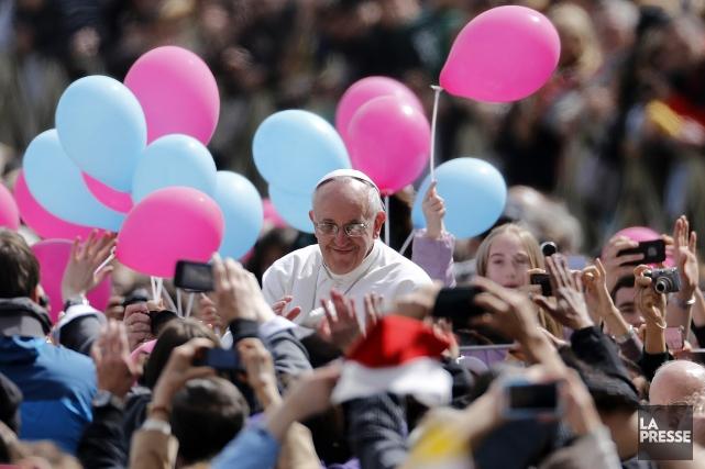 Le pape François s'est offert un bain de... (Photo: AP)