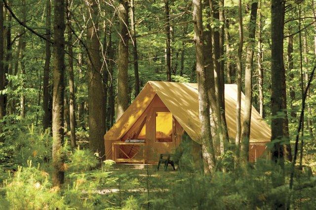 Les tentes Huttopia se multiplient dans les parcs... (Photo fournie par la Sepaq)