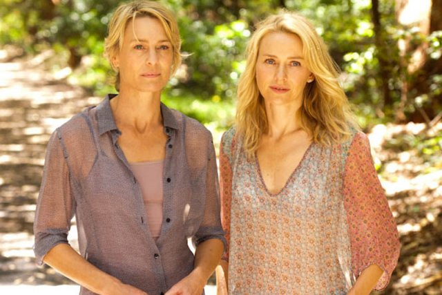 Robin Wright et Naomi Watts dans Perfect Mothers....