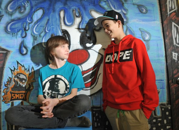 Adolescent spot 321 l'adolescence