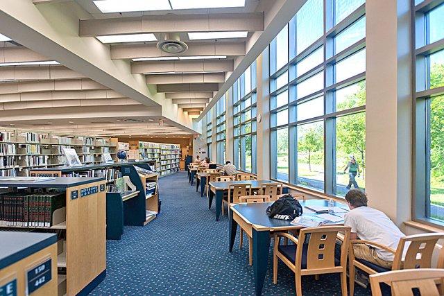 La bibliothèque Étienne-Parent, dans Beauport, est l'oeuvre de... (Photo Benoît Lafrance)