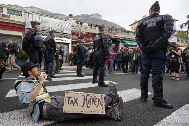 Des dizaines de Québécois sont mis en cause dans une enquête mondiale sur les... (Photo Reuters)