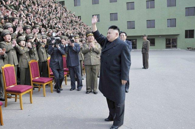 Pourquoi ne prend-on pas Kim Jong-un au sérieux?... (PHOTO AFP/KCNA)