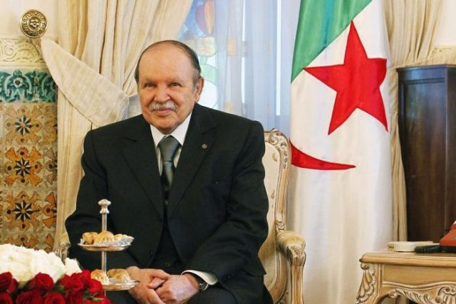 Relevant que le dossier de candidature de Bouteflika... (Photo Reuters)