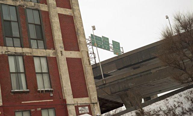 Un immeuble de la rue St-Rémi, tout près... (Photo David Boily, La Presse)