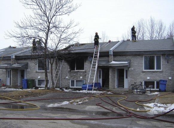 Le violent incendie survenu dans un quadruplex de... (Photo Isabelle Tremblay)