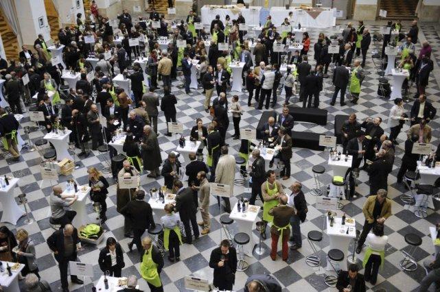 Des propriétaires de vignobles et des professionnels du... (Photo JEAN-PIERRE MULLER, AFP)