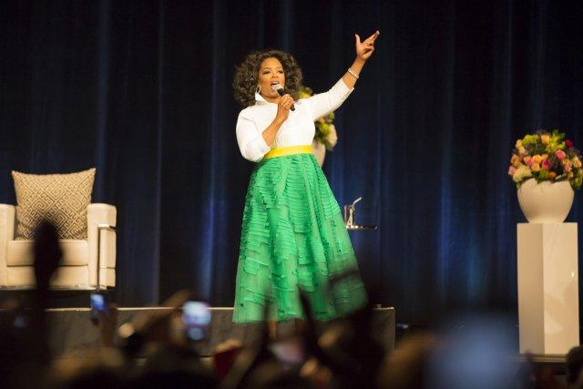 Oprah a littéralement figé sous le tonnerre d'applaudissements... (Photo: fournie par evenko)