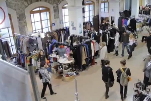 Depuis hier se tient la Braderie de la mode québécoise au Marché Bonsecours.... (TIRÉE D'UNE VIDÉO, BRADERIE DE LA MODE QUÉBÉCOISE)