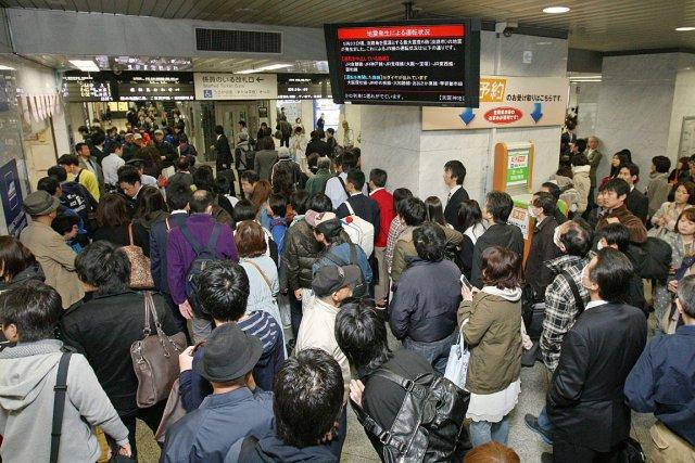 Le séisme a forcé l'arrêt des trains à... (Photo: AFP)