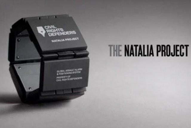 Un bracelet électronique pour assurer la sécurité des défenseurs des droits de... (PHOTO COURRIERINTERNATIONAL.COM)