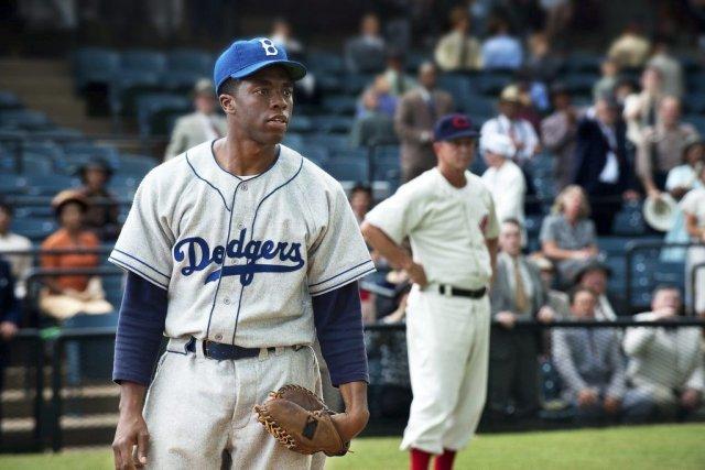 Chadwick Boseman incarne Jackie Robinson dans 42.... (Photo: fournie par Warner Bros.)