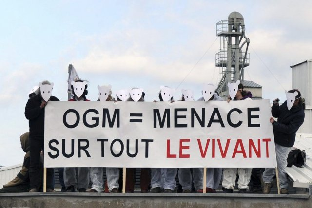 Une manifestation contre les OGM en France, lundi.... (Photo Eric Cabanis, Agence France-Presse)