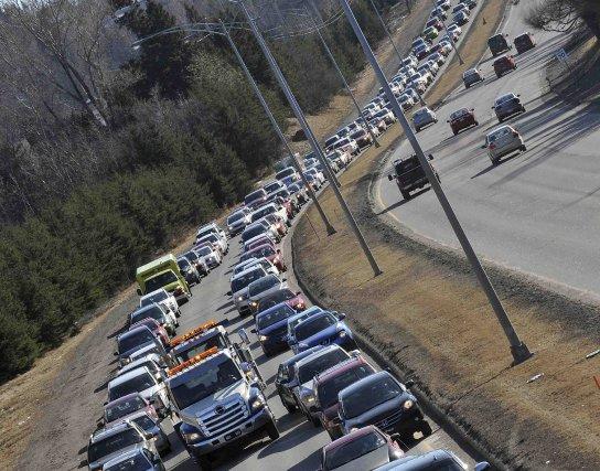 Un carambolage impliquant six véhicules sur le pont... ((Photo Rocket Lavoie))