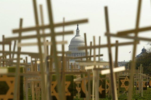 Au moins 3514 Américains sont morts par balle... (PHOTO KEVIN LAMARQUE, ARCHIVES REUTERS)