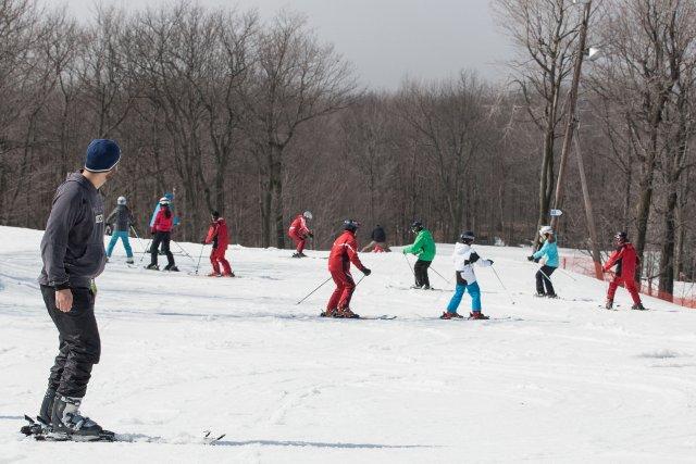La pratique des loisirs hivernaux comme le ski alpin et la motoneige sera en... (PHOTO EDOUARD PLANTE-FRÉCHETTE, LA PRESSE)