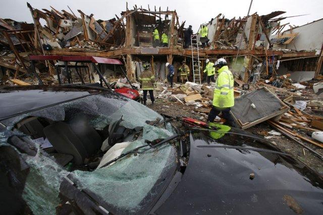 Au total, 80 maisons, un immeuble et une... (Photo: Associated Press)