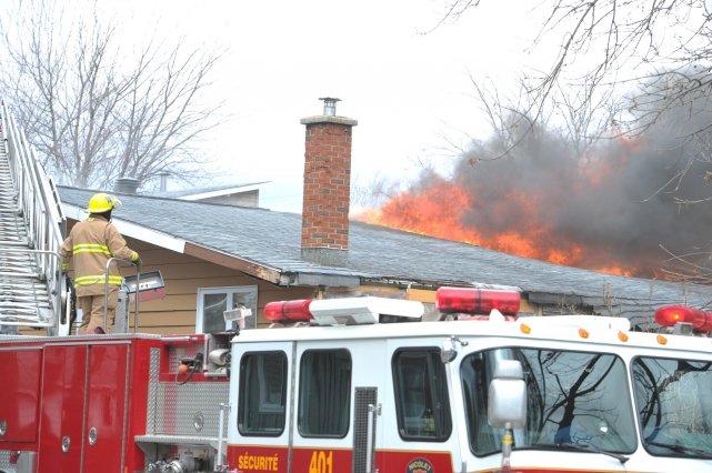 Un incendie a détruit samedi matin une maison... (Stéphane Lessard)