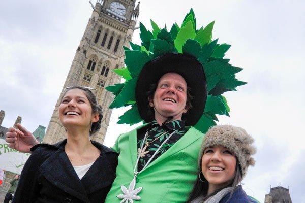 Quelque 3000 personnes ont manifesté pacifiquement sur la colline du  Parlement... (MARTIN ROY LeDroit)