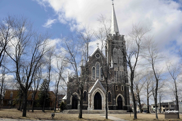 La défunte église Saint-Édouard, à La Baie.... (Archives Le Quotidien, Mariane L. Saint-Gelais)