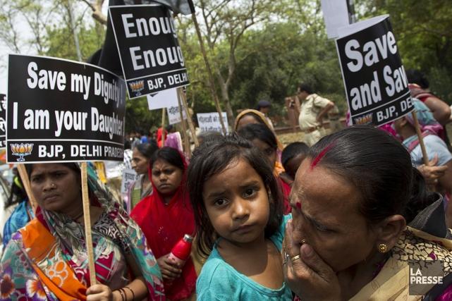 Une foule s'est rassemblée à New Delhi, pour... (Photo: AP)