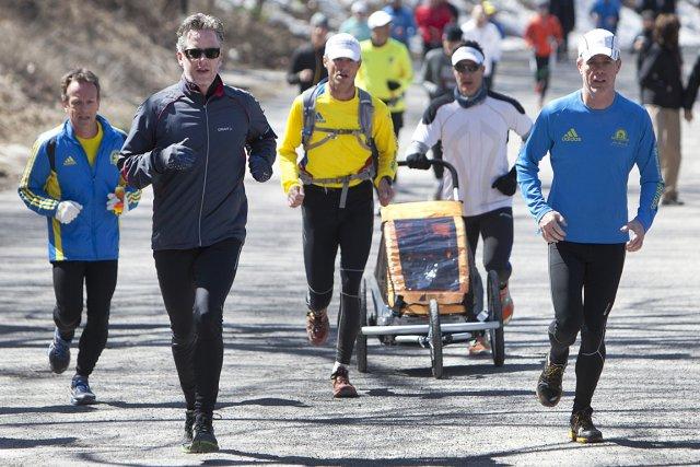 Des centaines de  personnes ont couru sur... (Photo: Robert Skinner, La Presse)