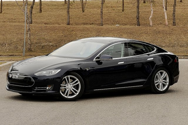 voiture tesla prix tesla announces the model 3 at half the price of the tesla 39 d 39 upgrades. Black Bedroom Furniture Sets. Home Design Ideas