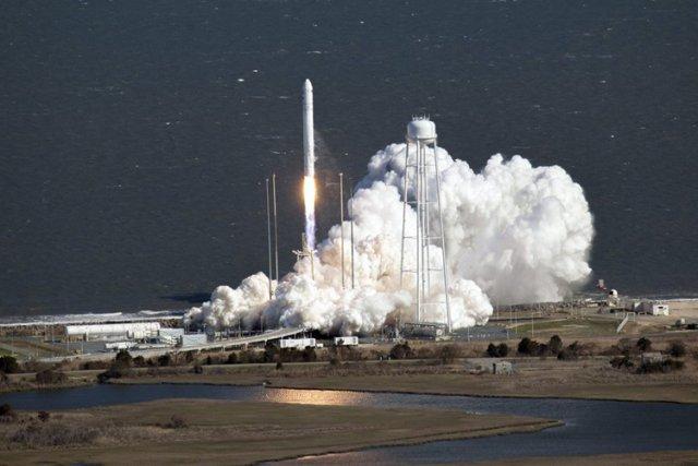Orbital Sciences Corp, une des deux sociétés américaines avec SpaceX retenues... (Photo: AP)