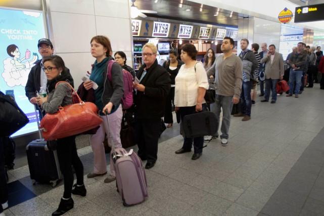 L'aéroport new-yorkais de La Guardia... (Archives AFP)